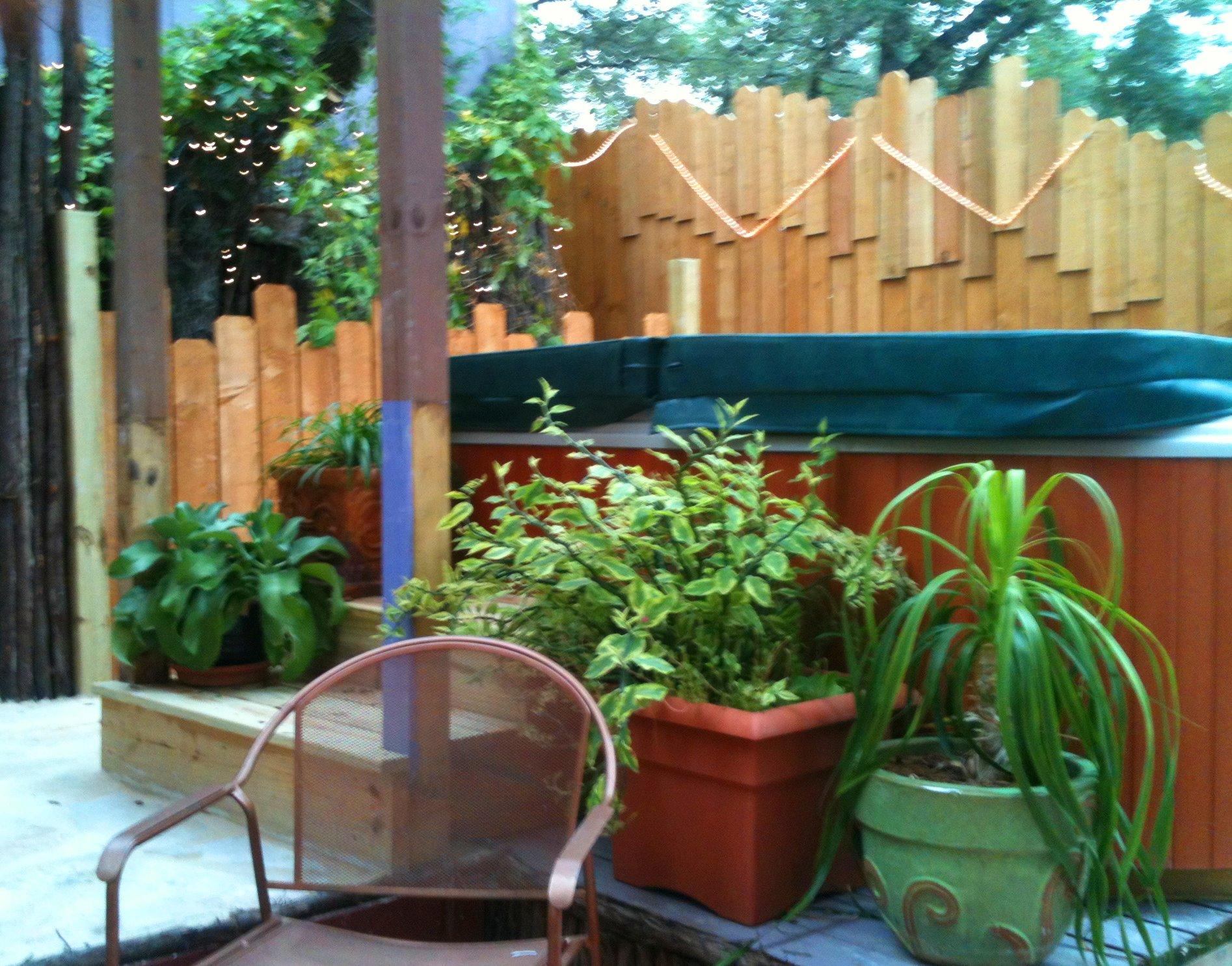 ArtisInn Guest House Oasis hot tub area 2